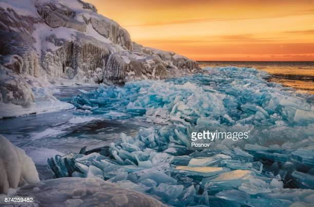 lake superior ice - upper peninsula stock pictures, royalty-free photos & images