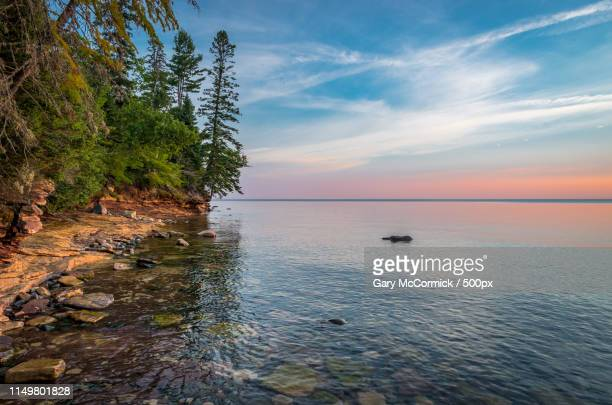 lake superior shoreline - munising michigan stock pictures, royalty-free photos & images
