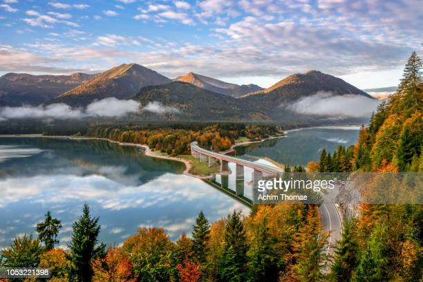lake sylvenstein, bavaria, germany, europe - duitsland stockfoto's en -beelden