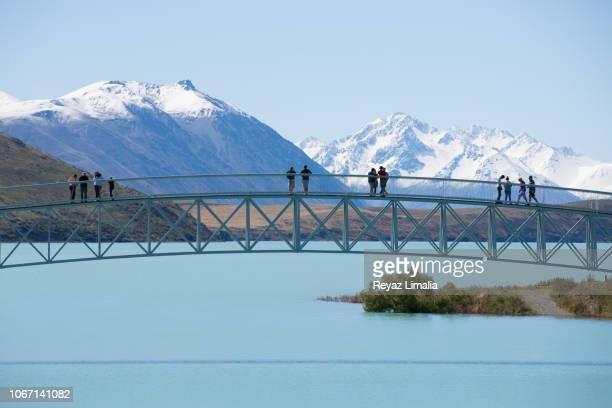 lake tekapo bridge - região de canterbury nova zelândia - fotografias e filmes do acervo