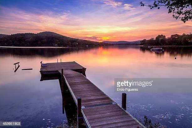 lake waramaug sunset - connecticut - fotografias e filmes do acervo