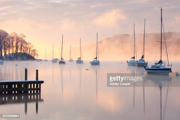 lake windermere in the lake district at sunrise during the december 2010 cold snap, with temperatures below minus 10. - english lake district stock pictures, royalty-free photos & images