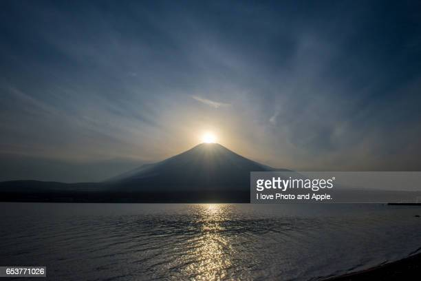 lake yamanaka diamond fuji - 雪 stock pictures, royalty-free photos & images