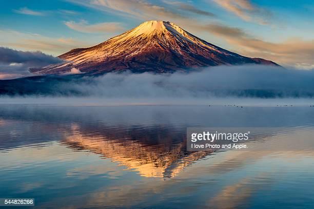 Lake Yamanaka winter Fuji