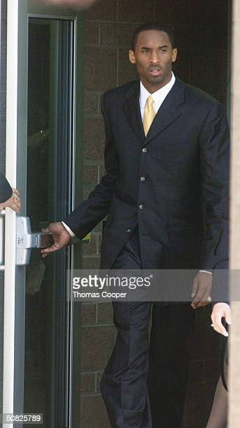 A Lakers basketball player Kobe Bryant leaves the Eagle County Justice Center for lunch at the Eagle County Justice Center on the May 11 2004 in...