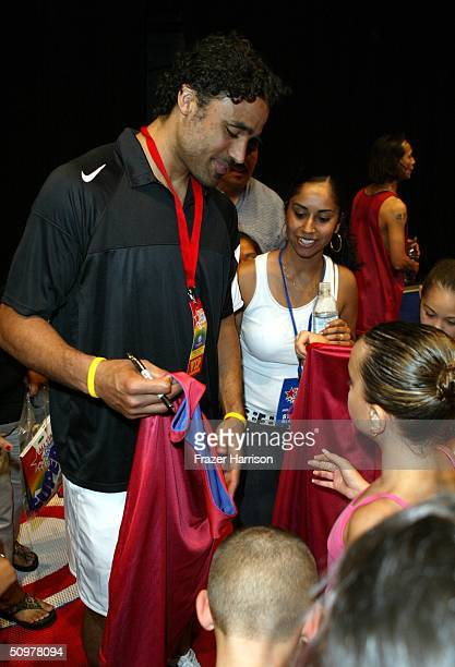 Lakers Basketball player Rick Fox attends the HBO All Star Family Sports Jam to benefit Childrens Hospital Los Angeles June 19 2004 in Santa Monica...