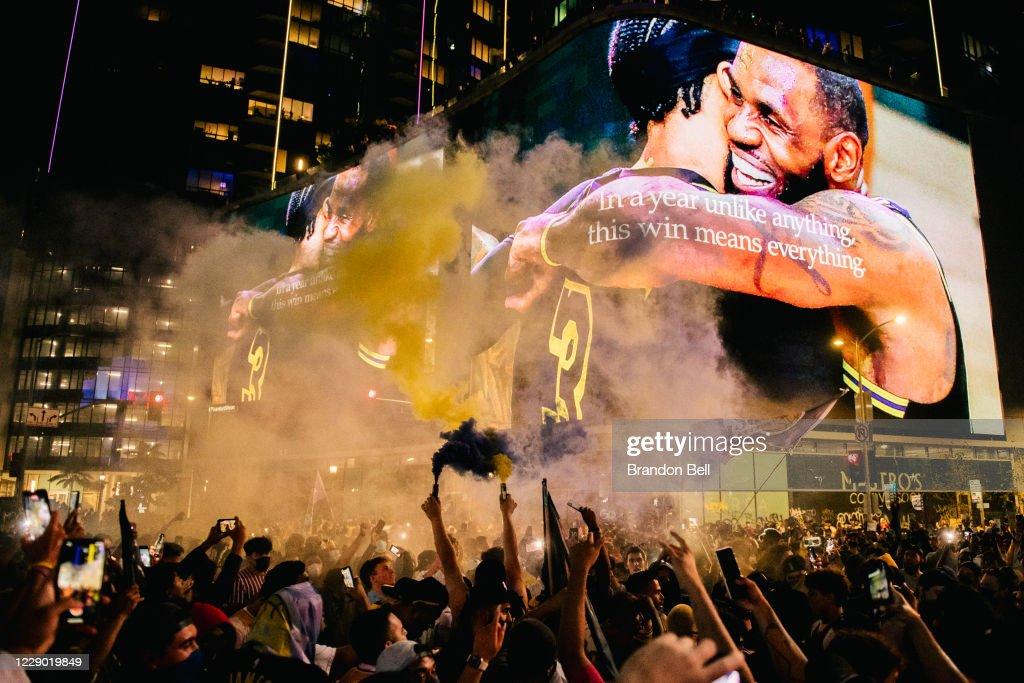 Fans Celebrate In Los Angeles After Lakers Win NBA Finals : Foto di attualità