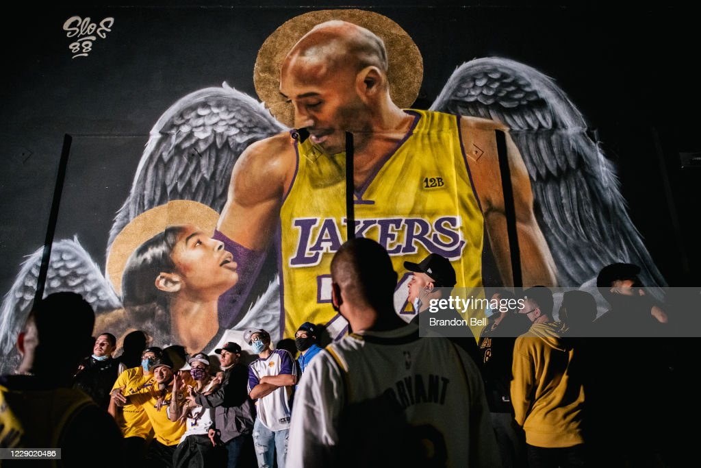 Fans Celebrate In Los Angeles After Lakers Win NBA Finals : Foto di attualità