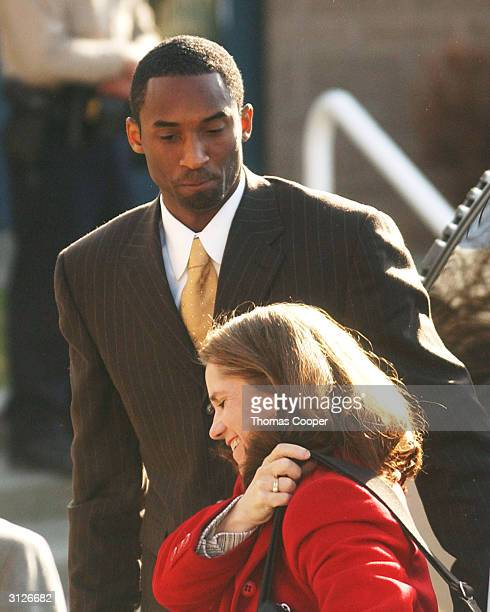 A Lakers star Kobe Bryant arrives with his attorney Pam Mackey at the Eagle County Justice Center for hearings March 24 2004 in Eagle Colorado...