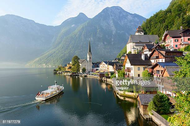 lakeside village of hallstatt in austria - hallstatter see stock pictures, royalty-free photos & images