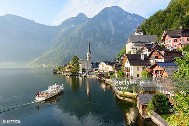 lakeside village of hallstatt in austria - hallstatt stockfoto's en -beelden
