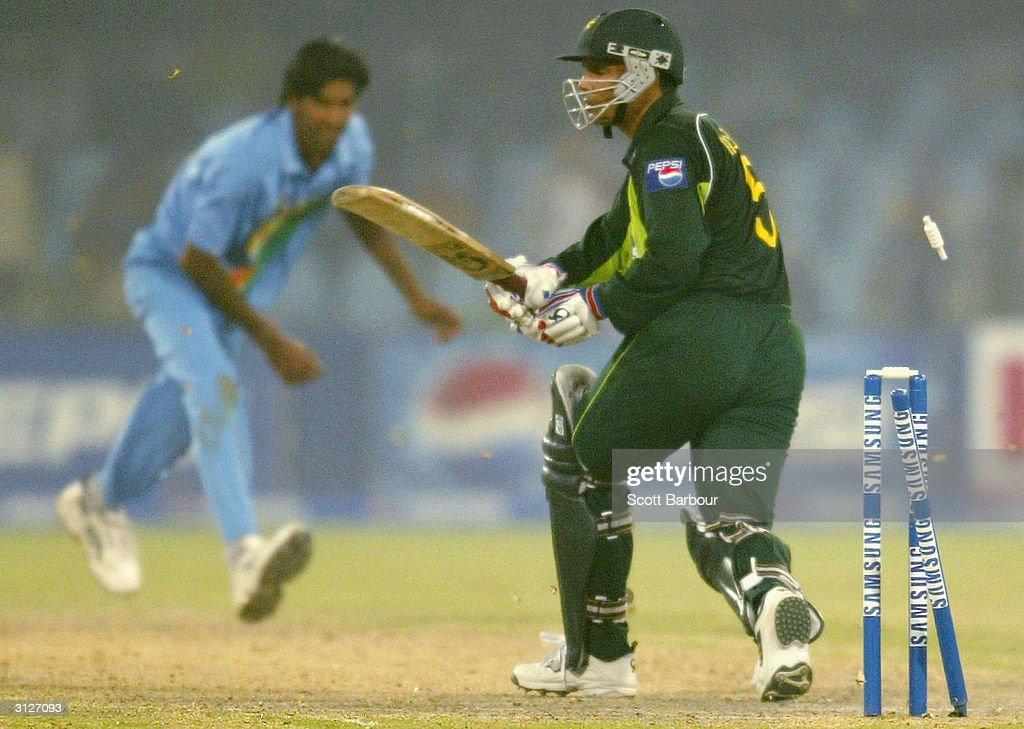 Fifth ODI: Pakistan v India : News Photo