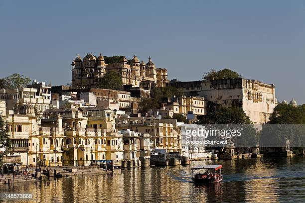 lal ghat and city palace by lake pichola. - ghat stock pictures, royalty-free photos & images