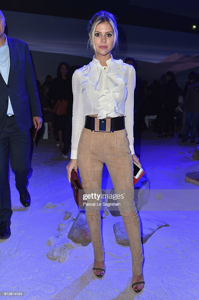 Moncler Gamme Rouge : Front Row - Paris Fashion Week Womenswear Spring/Summer 2017