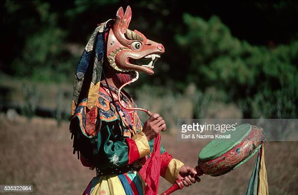 lama wears stag mask for tschechu festival - プナカ ストックフォトと画像