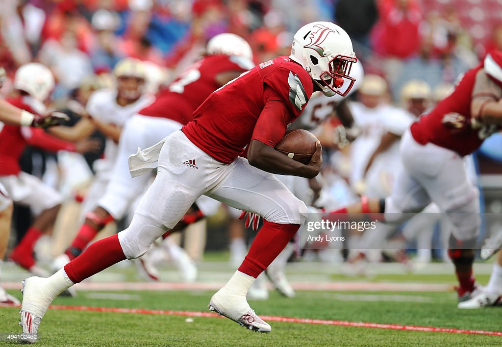 Lamar Jackson #8 of the Louisville Cardinals runs with the ball against the Boston College Eagles at Papa John's Cardinal Stadium on October 24, 2015 in Louisville, Kentucky.