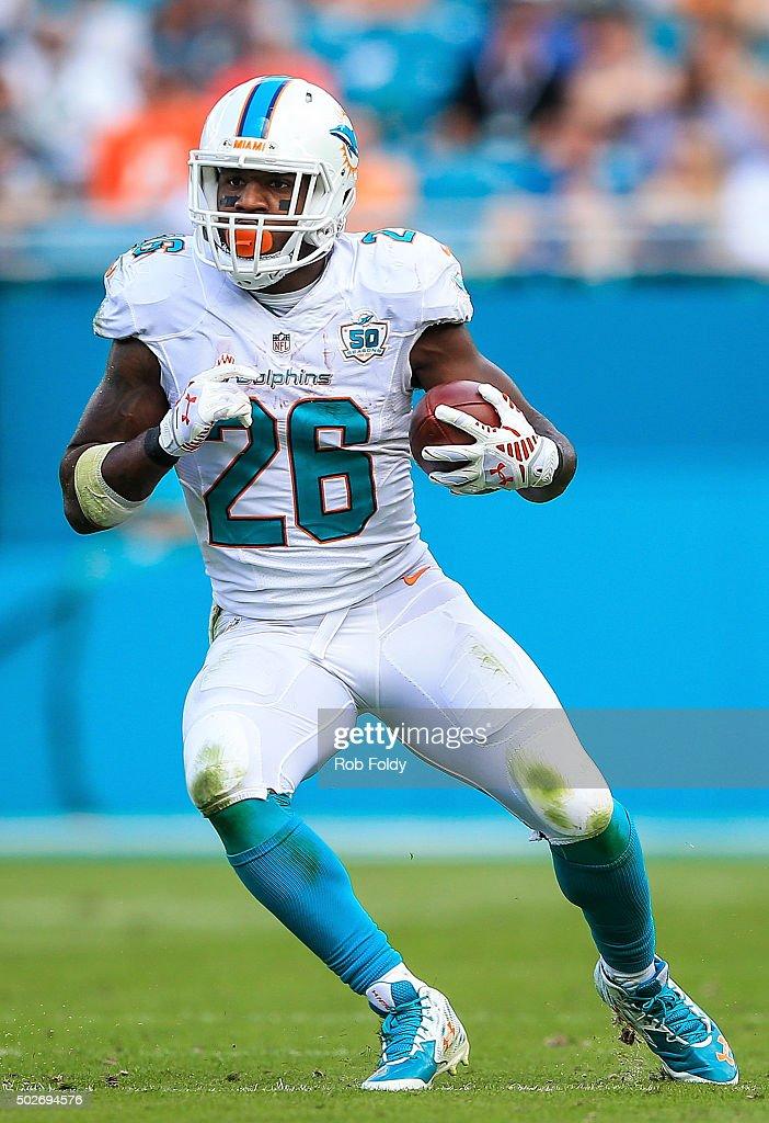 Indianapolis Colts v Miami Dolphins : News Photo