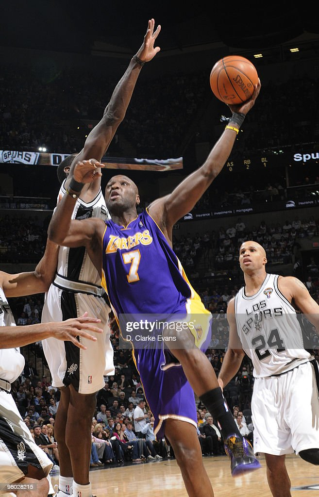 Lamar Odom #7 of the Los Angeles Lakers shoots against the San Antonio Spurs on March 24, 2010 at the AT&T Center in San Antonio, Texas.