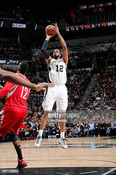 LaMarcus Aldridge of the San Antonio Spurs shoots the ball against the Houston Rockets on January 27 2016 at the ATT Center in San Antonio Texas NOTE...