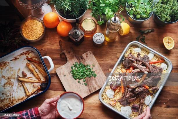Lamskoteletten met Bulgur, wortel groenten en yoghurt