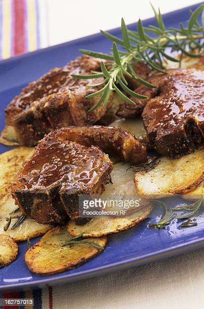 Lamb chops with rosemary and sliced potatoes