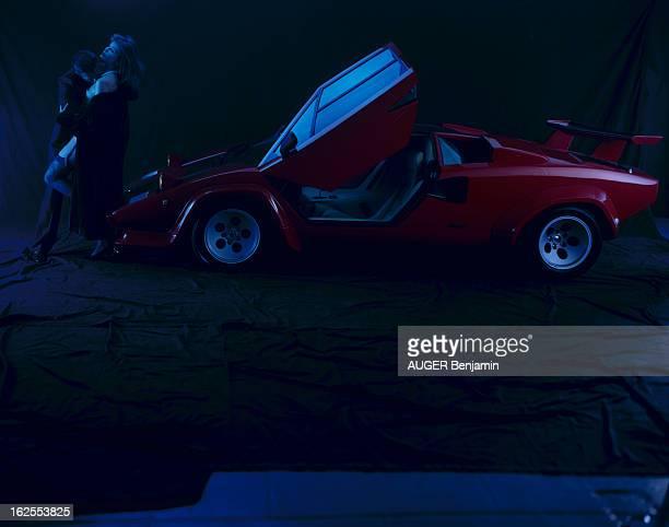 Lamborghini Countach En France en octobre 1986 à l'occasion du salon de l'auto présentation de la voiture LAMBORGHINI COUNTACH un homme non...