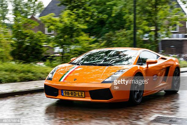 Lamborghini Gallardo driving in a city