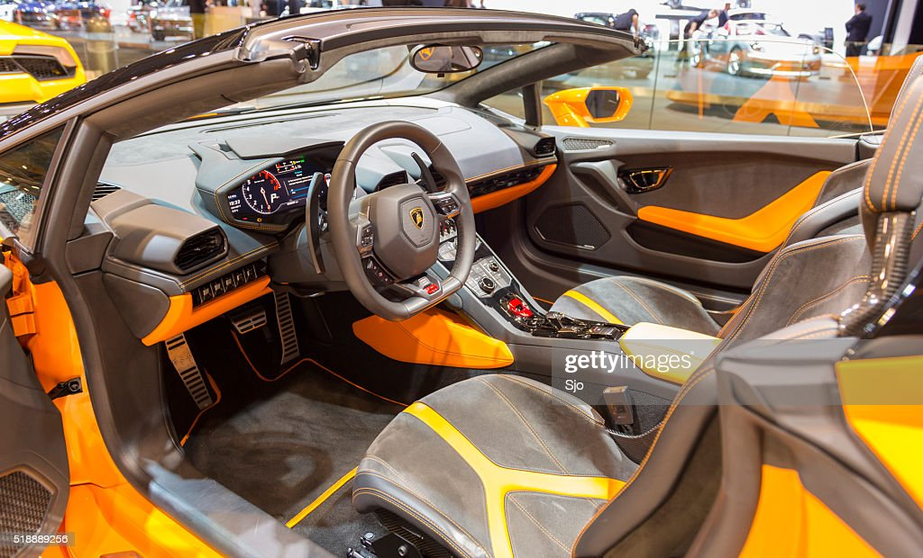 Lamborghini Huracan LP 610-4 Spyder sports car interior : Stock Photo