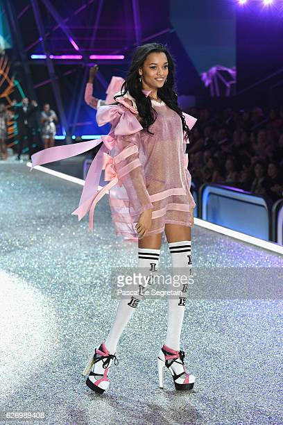 Lamenka Fox walks the runway at the Victoria's Secret Fashion Show on November 30 2016 in Paris France