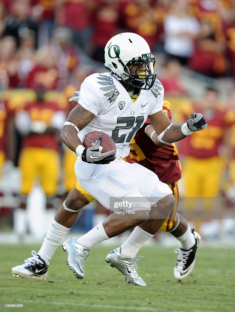 LaMichael James #21 of the Oregon Ducks carries the ball against the USC Trojans during the first quarter at Los Angeles Memorial Coliseum on October 30, 2010 in Los Angeles, California.