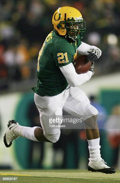 LaMichael James of the Oregon Ducks runs with the ball against the Oregon State Beavers at Autzen Stadium on December 3 2009 in Eugene Oregon
