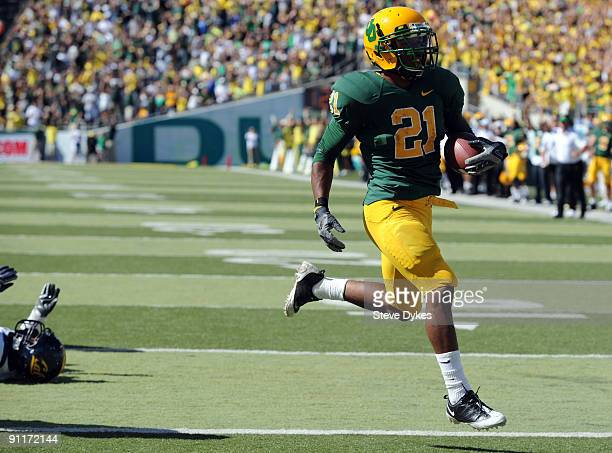 LaMichael James of the Oregon Ducks scampers into the endzone for a touchdown in the second quarter of the game against the California Bears at...