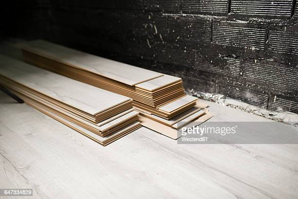 Laminate floor pieces