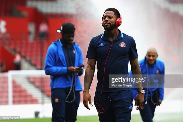 Lamine Koné of Sunderland walks back into the tunnel after looking at the pitch prior to kick off during the Premier League match between Southampton...