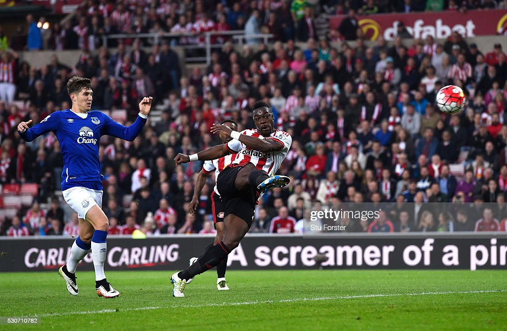 Lamine Kone of Sunderland scores his team's second goal during the Barclays Premier League match between Sunderland and Everton at the Stadium of Light on May 11, 2016 in Sunderland, England.
