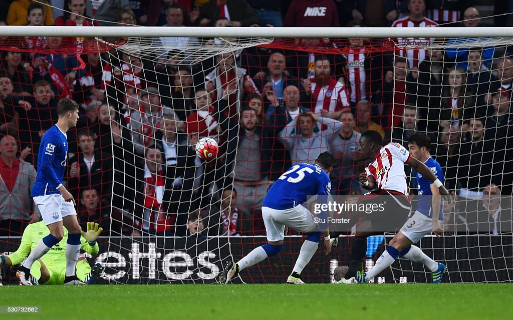 Lamine Kone of Sunderland scores his team's third goal during the Barclays Premier League match between Sunderland and Everton at the Stadium of Light on May 11, 2016 in Sunderland, England.