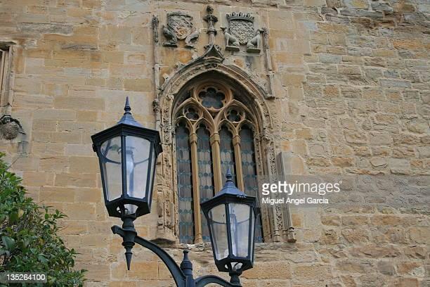 lamp in front of parador - navarro garcia fotografías e imágenes de stock