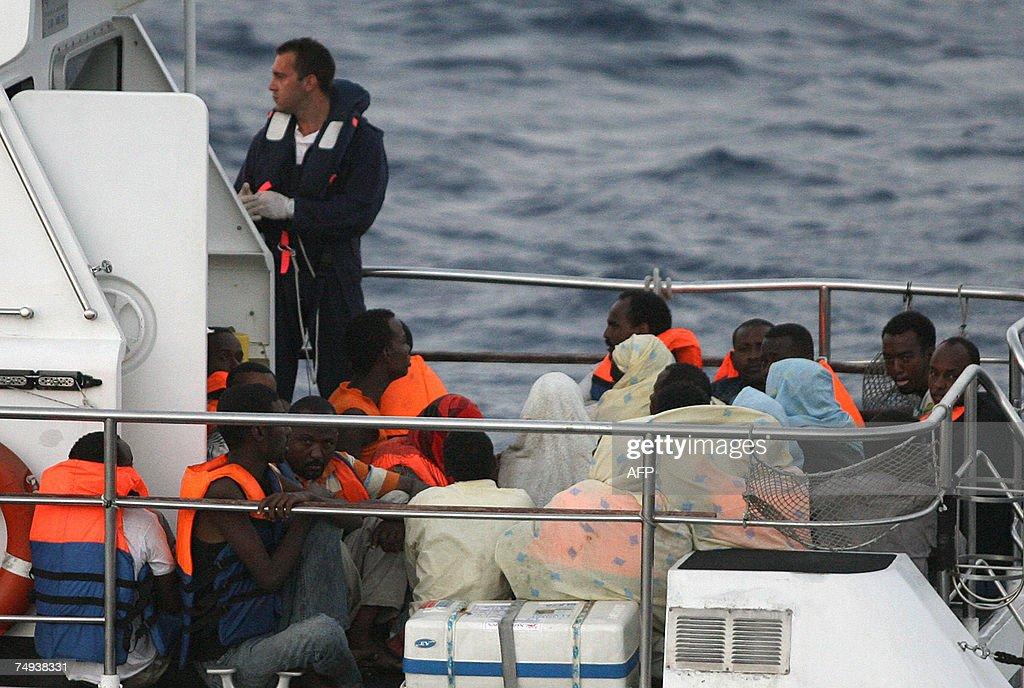 Italian coast guards gives instructions,... : News Photo