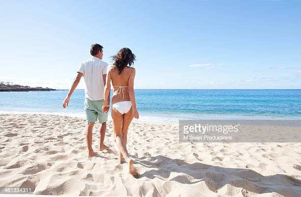 lanai beach couple
