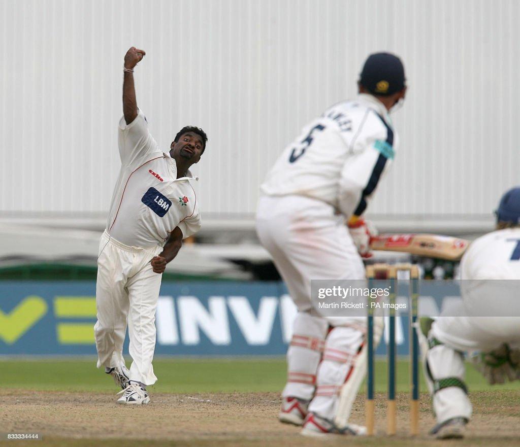 Cricket - Liverpool Victoria County Championship - Division One - Lancashire v Hampshire - Old Trafford Cricket Ground : News Photo