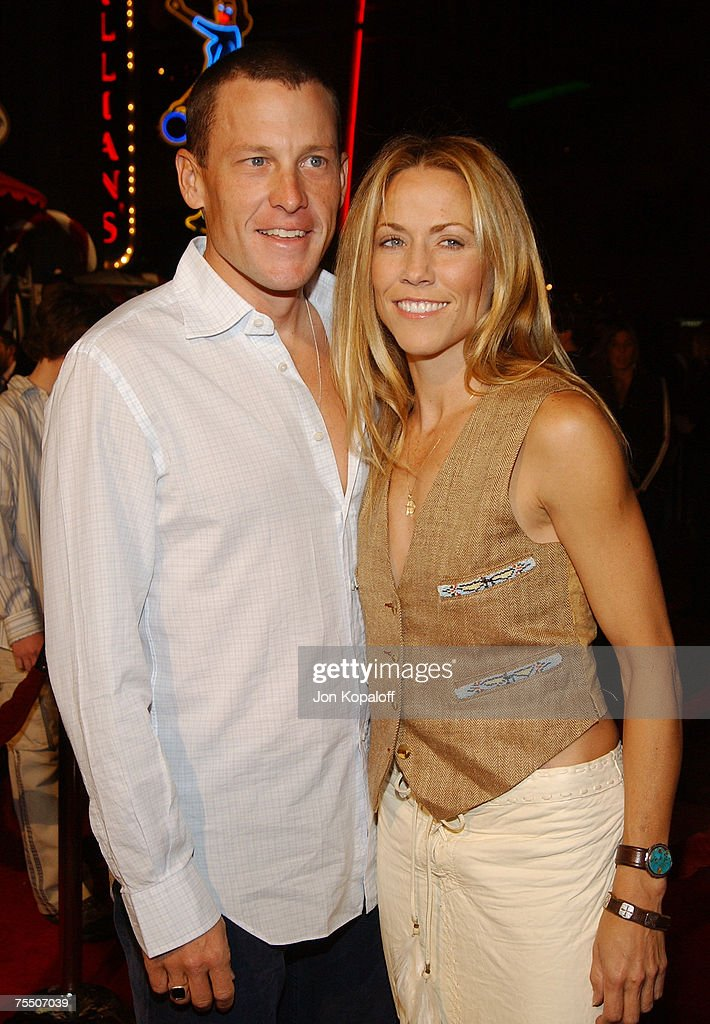Lance Armstrong and Sheryl Crow at the 'Meet the Fockers' Los Angeles Premiere at Universal Amphitheatre in Universal City, California.