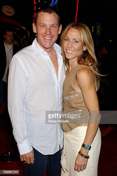 Lance Armstrong and Sheryl Crow during 'Meet The Fockers' Los Angeles Premiere Arrivals at Universal Amphitheatre in Universal City California United...