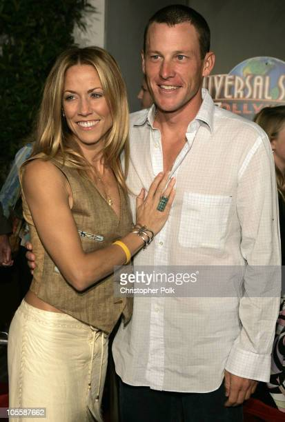 Lance Armstrong and Sheryl Crow during 'Meet the Fockers' Los Angeles Premiere at Universal Amphitheatre in Universal City California United States