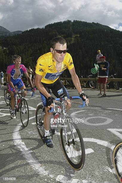 Lance Armstrong climbs during stage 16 of the 2002 Tour De France on July 24th 2002 from Les DeuxAlps to La Plagne