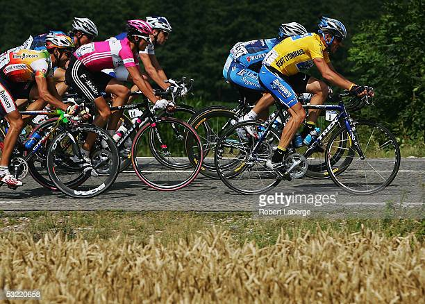 Lance Armstrong of the USA riding for the Discovery Channel cycling team and Andreas Kloden or Germany riding for the T-Mobile team in a packf riders...