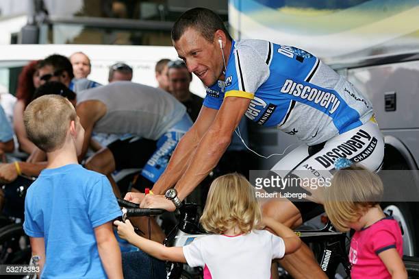 Lance Armstrong of the USA riding for the Discovery Channel cycling team with his children Luke Grace and Isabella before the Individual Time Trial...