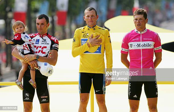 Lance Armstrong of the USA riding for the Discovery Channel cycling team in the yellow jersey with Jan Ullrich of Germany riding for the TMobile team...