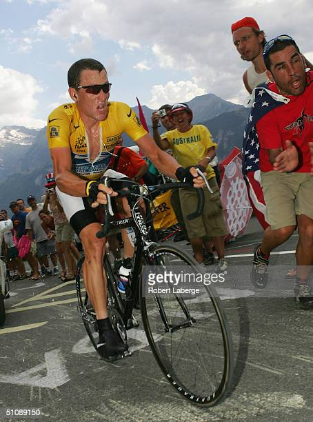 L'ALPE D'HUEZ FRANCE JULY 21 Lance Armstrong of the USA riding for the US Postal team presented by Berry Floor rides during the climbing time trial...