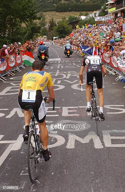 L'ALPE D'HUEZ FRANCE JULY 21 Lance Armstrong of the USA riding for the US Postal team presented by Berry Floor gets ready to pass Ivan Basso of Italy...