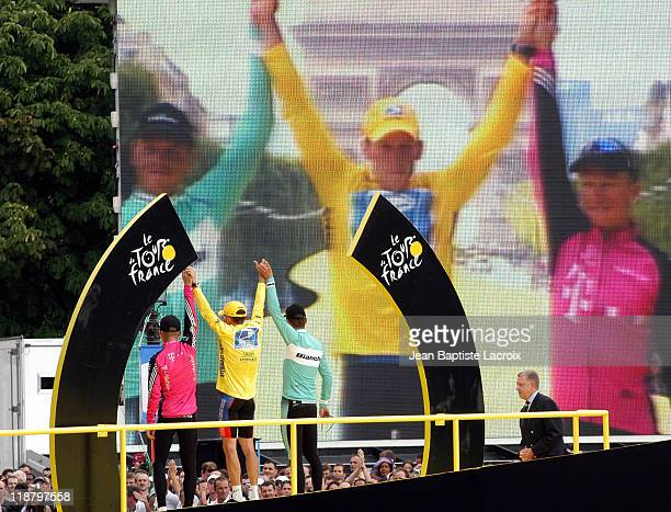 Lance Armstrong receiving prize for winning the 100th Tour de France